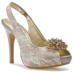 Lulu Townsend Champagne Lace Heels // Size 8.5